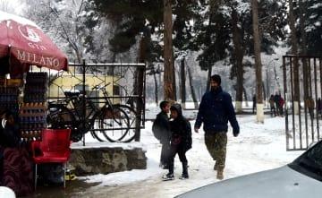 つらい冬を過ごすアフガニスタンの難民