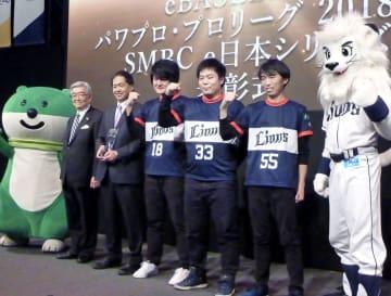 「SMBC e日本シリーズ」で初代王者となった西武の3選手=12日、東京ビッグサイト