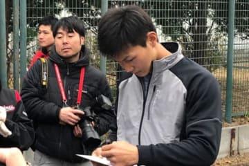 サイン会に参加したロッテ・藤原恭大【写真:岩国誠】