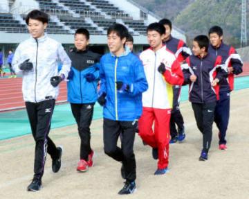 大会に向けて地元での合同練習に臨んだ県チームの選手