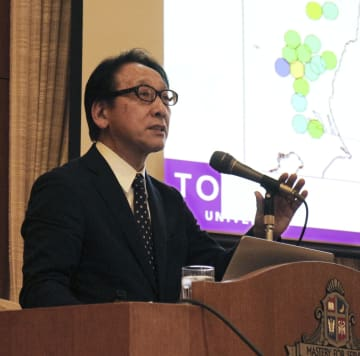 講演する東北大災害科学国際研究所の今村文彦所長=13日午後、兵庫県西宮市