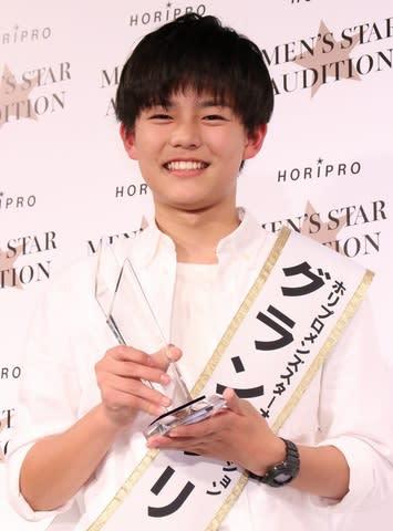 「ホリプロメンズスターオーディション」でグランプリを受賞した鍛治原日向さん