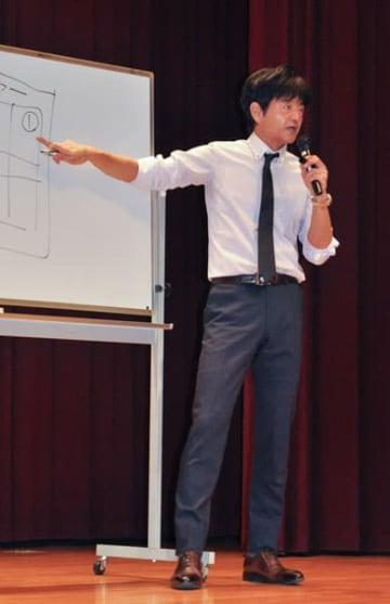 【ポジティブシンキングの重要性を話す立花氏=津市一志町の一志農村環境改善センターで】