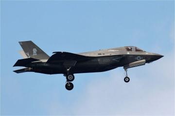 嘉手納基地に飛来するステルス戦闘機F35B(資料写真)