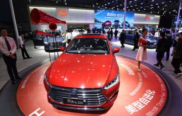 「広州国際モーターショー」の中国メーカーのブース=2018年11月、中国広東省広州(共同)