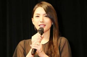 連続ドラマ「ゆうべはお楽しみでしたね」の制作発表会に登場した芦名星さん