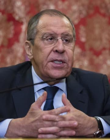 河野太郎外相との会談後に記者会見するロシアのラブロフ外相=14日、モスクワ(AP=共同)