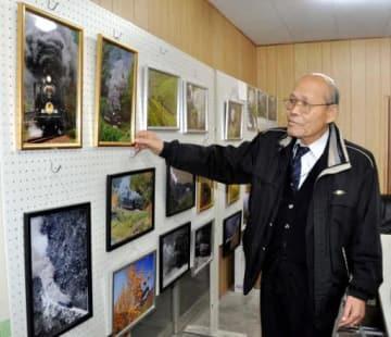 SL交流の場にやまぐち号の写真を飾る村田団長