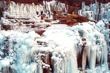 太行山の氷瀑、圧巻の風景 河北省渉県