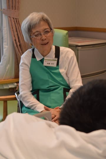 傾聴ボランティアとして患者に寄り添う加藤さん