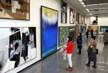 絵画をはじめ4部門で、個性輝く作品が並ぶ第103回二科展