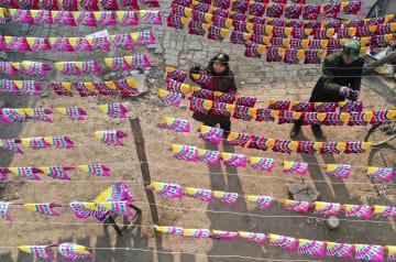 彩子作りで春節を迎える 河北省石家荘市