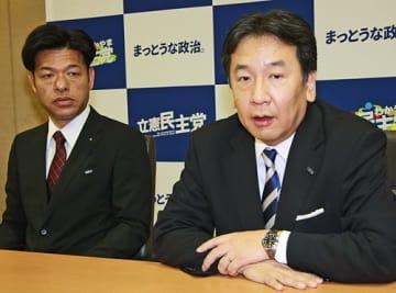 【インタビューに応える立憲民主党の枝野幸男代表(右)=14日、和歌山市で】