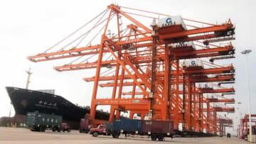 欽州港は鉄道で成都や重慶、海運でASEANや日本と結ばれる=中国・広西チワン族自治区