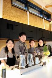 かやで覆った壁が特徴のカフェ「Miso」=豊岡市日高町荒川