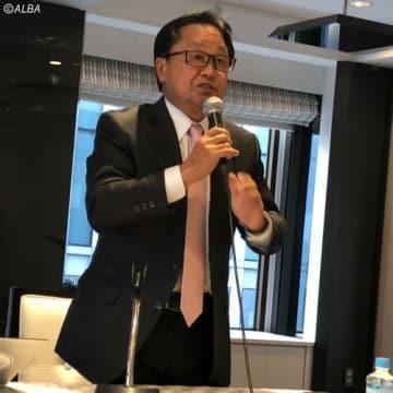 女性会員の募集について力説する倉本昌弘会長(撮影:ALBA)