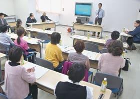 高齢者が住み続けられる地域を目指して始まったボランティア養成講座