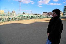 仮設住宅があった「はなぞの広場」。松本茂子さんは今年もここで追悼行事を催す=明石市西明石南町1