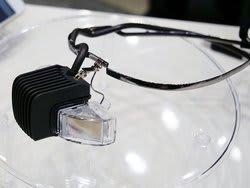 メガネ型のウェアラブルディスプレイ「b.g.」(ビージー)