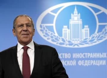 記者会見するロシアのラブロフ外相=16日、モスクワ(タス=共同)