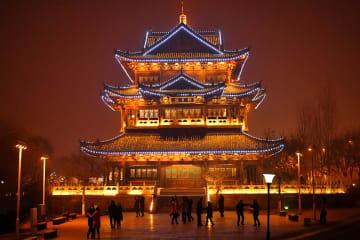 省エネライトが彩る夜 山西省太原市