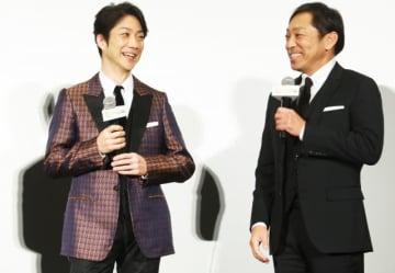 香川照之(左)の熱演ぶりを独自の言葉で表現した野村萬斎