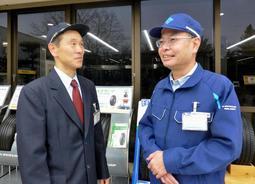 震災の体験を語る松井俊哉さん(左)と平井修一さん=福島県白河市(住友ゴム工業提供)