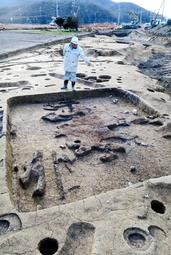 古墳時代前期の方形の竪穴住居跡などが見つかった福井池の下遺跡=相生市若狭野町福井