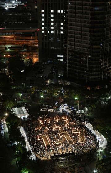 阪神大震災の発生から24年の朝を迎えた、追悼会場の東遊園地=17日午前5時54分、神戸市中央区