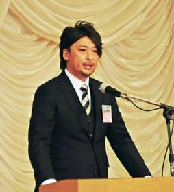 新年交礼会で所信を述べる宮本朋行登別室蘭JC19年度理事長