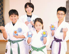 全道大会で活躍した(右から)後藤隆乃介、速水、後藤美香、柳谷