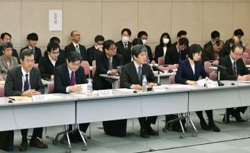 「毎月勤労統計」の不適切調査問題で、総務省の統計委員会が開いた会合=17日午前、東京都新宿区