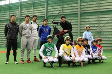 日本ハム高卒新人5選手がJRA競馬学校の生徒と交流【写真提供:北海道日本ハムファイターズ】