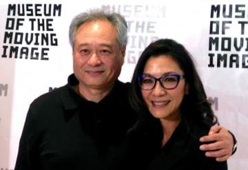 左からアン・リー監督とミシェル・ヨー