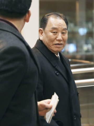 米ワシントンに向かう北朝鮮の金英哲朝鮮労働党副委員長=17日、北京国際空港(共同)