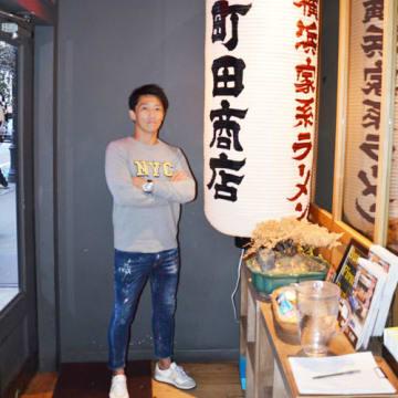 笹島竜也(ささじま・たつや)■神奈川県茅ヶ崎市出身。高校卒業後、バンド活動に専念。その後、複数の転職を経て1997年から横浜市にあるラーメン店で店長などを経験、2008年にソニー生命保険に転職。10年に「町田商店」(現ギフト)の経営に参画、16年から副社長。ギフトは18年10月、東証マザーズ上場。店舗数は国内400超。米国は2店、19年末までに5店へ拡大する計画。