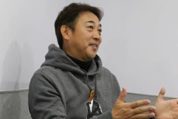 インタビューに応じた西崎幸広氏【写真:編集部】