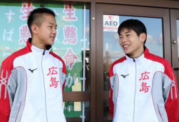 ひろしま男子駅伝への抱負を語る塩出選手(左)と吉川選手