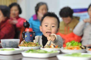 正月料理の試食で貧困脱却を後押し 山東省青島市