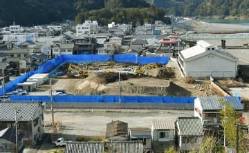 【発掘調査が進められている文化複合施設の建設予定地(17日、和歌山県新宮市で)】