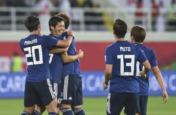 サッカーアジア杯、日本がウズベクに逆転勝ち