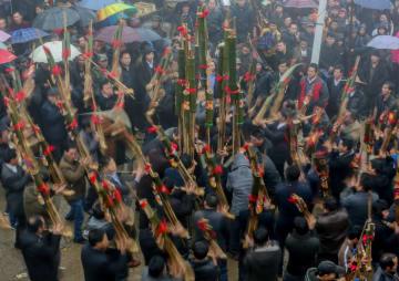 冬に流れる芦笙の音色 広西チワン族自治区融水県