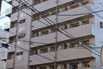 火災があった簡易宿泊所=4日午前8時5分ごろ、横浜市中区寿町4丁目