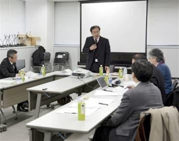 天草ジオパークの認定について審議した日本ジオパーク委員会であいさつする中田委員長=18日、東京都千代田区