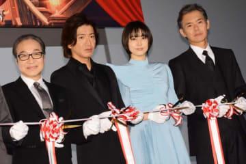 左から、小日向文世、木村拓哉、長澤まさみ、渡部篤郎