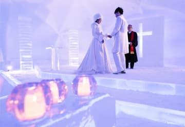 얼음으로 만든 호텔과 교회 공개