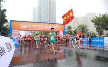 「国旗手渡し」騒動のマラソン大会、中国陸上協会の認証取り消される