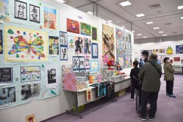独創的な作品が並ぶ「第50回ふれあい作品展」