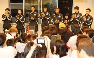 元気もらいダンク宣言 水戸・馬場選手らが高岡の施設訪問