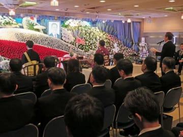 大勢の参列者が列席した告別式=横須賀市本町